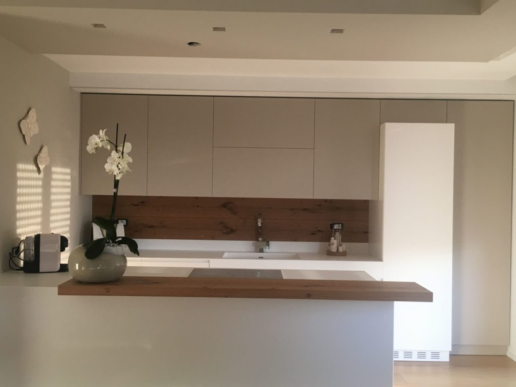 Cucina Legno E Bianco cucina artiginale con penisola in legno laccato bianco e