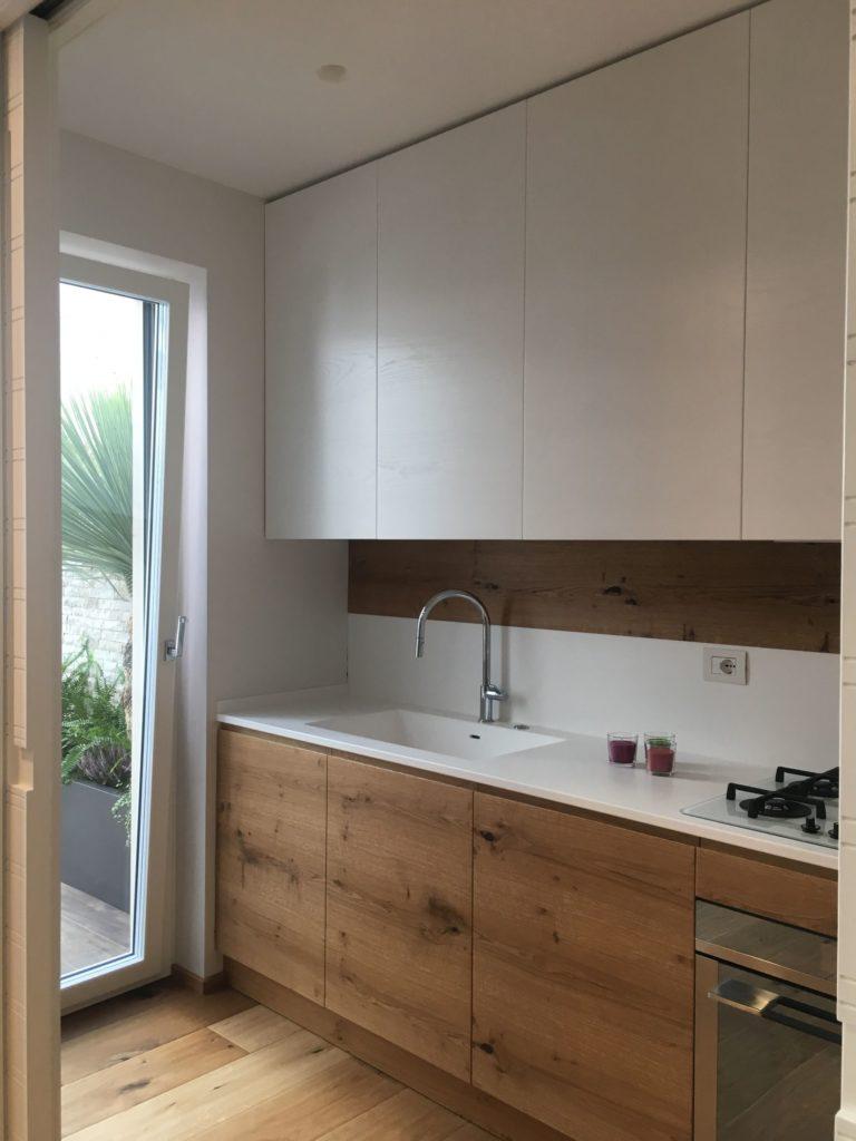 Cucina lineare moderna in legno - Fortunato Srl